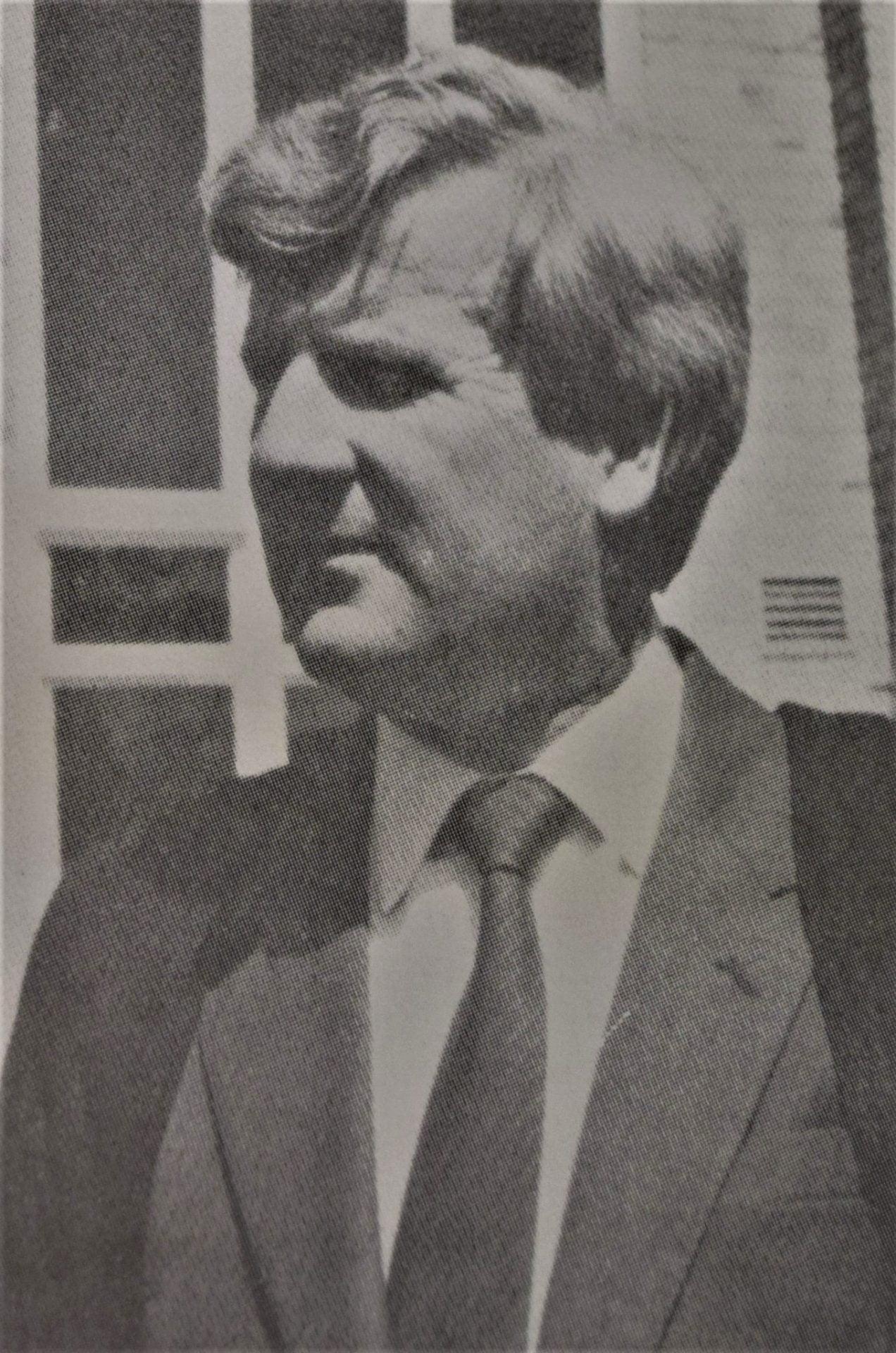 Mr D W McNeill